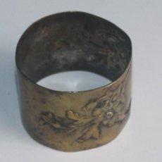 Antiquités: SERVILLETERO DE METAL REPUJADO. Lote 142344674