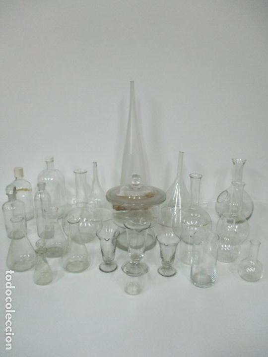 Antigüedades: Completo Lote de Frascos, Embudos, Probetas, Etc - Cristal Antiguo Farmacia, Laboratorio - Foto 2 - 142373450