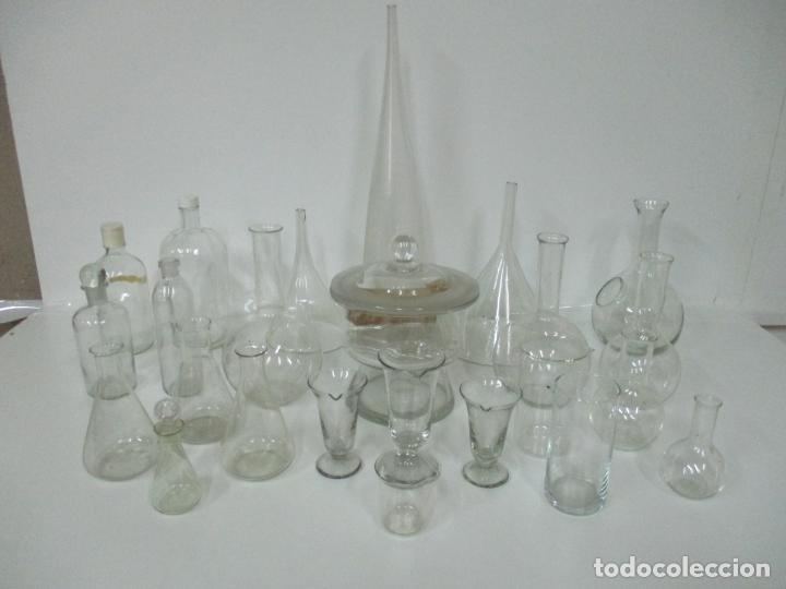 Antigüedades: Completo Lote de Frascos, Embudos, Probetas, Etc - Cristal Antiguo Farmacia, Laboratorio - Foto 4 - 142373450