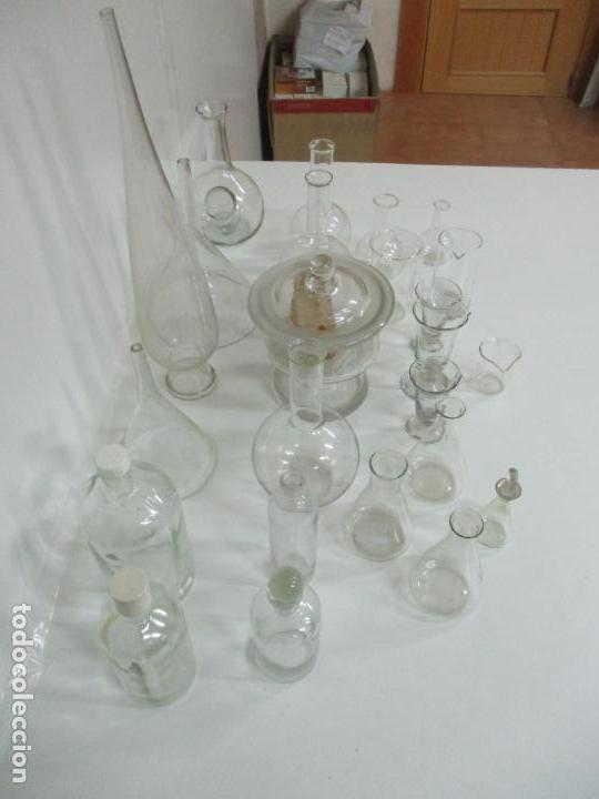 Antigüedades: Completo Lote de Frascos, Embudos, Probetas, Etc - Cristal Antiguo Farmacia, Laboratorio - Foto 16 - 142373450