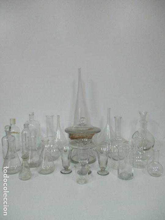 Antigüedades: Completo Lote de Frascos, Embudos, Probetas, Etc - Cristal Antiguo Farmacia, Laboratorio - Foto 17 - 142373450