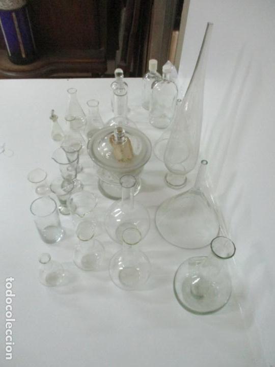 Antigüedades: Completo Lote de Frascos, Embudos, Probetas, Etc - Cristal Antiguo Farmacia, Laboratorio - Foto 18 - 142373450