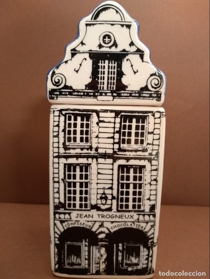 GALLETERO EN FORMA DE MAISON DES FLANDRES (Antigüedades - Porcelana y Cerámica - Holandesa - Delft)