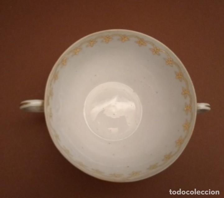 Antigüedades: Taza consomé. Finísima porcelana Castro Sargadelos. Años 50 con decoración dorada - Foto 3 - 142405150