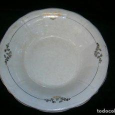 Antigüedades: LINDA Y ANTIGUA BANDEJA REDONDA DE SAN CLAUDIO M:DIAMETRO 30 Y PROFUNDIDAD 10 PINTADA AL ORO. Lote 142416330