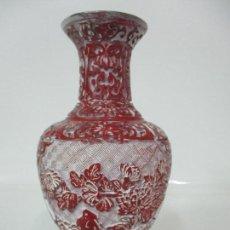 Antigüedades: JARRÓN CHINO - ORIENTAL - CHINA - LACA ROJA DE CINABRIO - INTERIOR AZUL. Lote 142425878