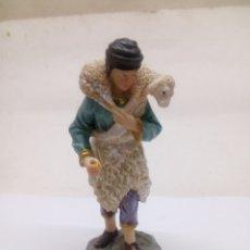 Antigüedades: FIGURA DE PASTOR BELÉN DE RESINA PINTADA A MANO. Lote 142452658