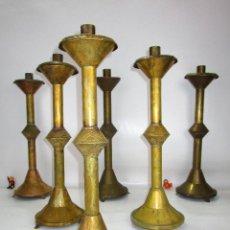 Antigüedades: IMPOSIBLE LOTE DE 6 CANDELABROS 1840 LITURGICOS DE ALTAR IGLESIA CAPILLA BRONCE PUNZONADO. Lote 142466626