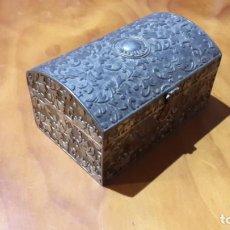 Antigüedades - Joyero labrado en metal plateado - 142472346