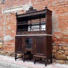 Antigüedades: MUEBLE APARADOR EXPOSITOR ANTIGUO ESTILO ALFONSINO. MUEBLE BAR, MUEBLE AUXILIAR ESTANTERÍA LIBRERO.. Lote 142480374