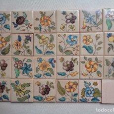 Antigüedades: 24 AZULEJOS DE CERAMICA DE ONDA. PEQUEÑOS DE FLORES .5X5 CTMS. Lote 142498692