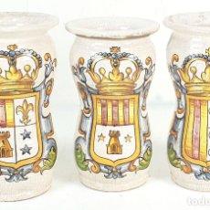 Antigüedades: CONJUNTO DE 3 ALBARELOS. CERÁMICA ESMALTADA. PINTADA A MANO. SIGLO XX.. Lote 142506246