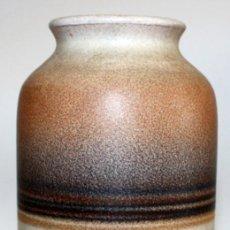 Antigüedades: JARRÓN DE CERAMICA SERRA CON BASE DE PLATA.. Lote 142509778