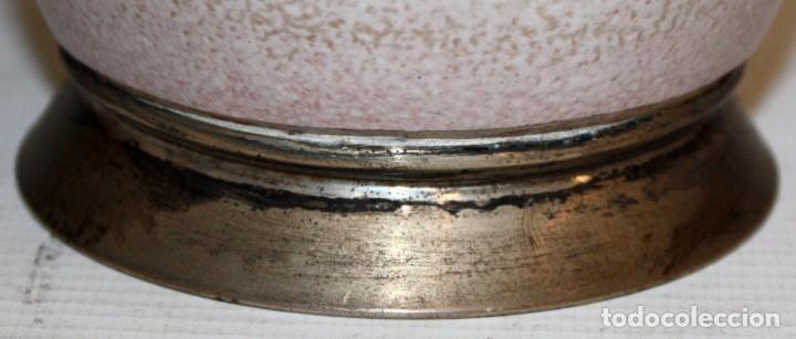Antigüedades: JARRÓN DE CERAMICA SERRA CON BASE DE PLATA. - Foto 5 - 142509778