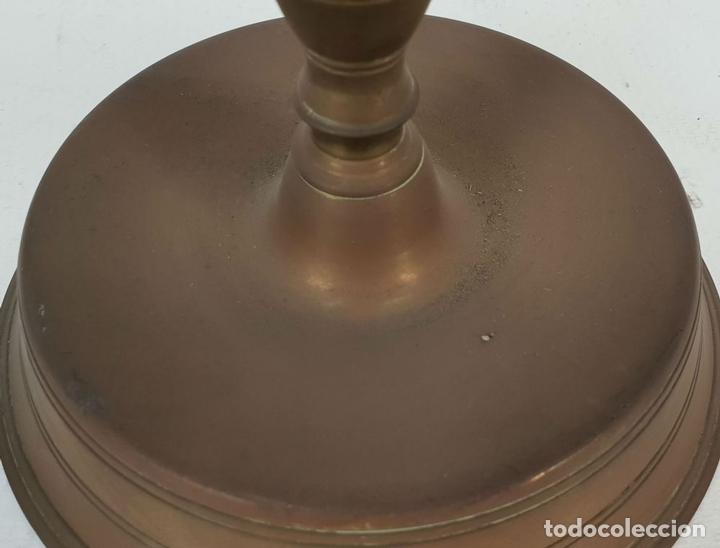 Antigüedades: CANDELABRO DE ALTAR EN BRONCE. PRINCIPIOS SIGLO XX. - Foto 4 - 142527482