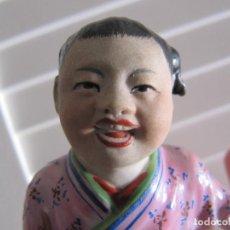 Antigüedades: ANTIGUA FIGURA JAPONESA PINTADA A MANO Y SELLADA, ESTILO KUTANI-NUMERADA. Lote 142559434