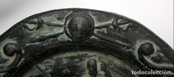 Antigüedades: PLATO DE DON QUIJOTE EN CERAMICA DE QUART. 1ª MITAD SIGLO XX - Foto 4 - 142584974