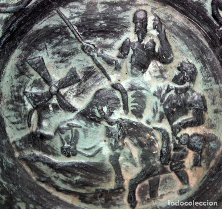 Antigüedades: PLATO DE DON QUIJOTE EN CERAMICA DE QUART. 1ª MITAD SIGLO XX - Foto 5 - 142584974