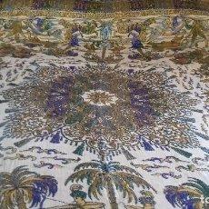 Antigüedades: MUY ANTIGUA COLCHA DE DOS CARAS, CON MOTIVOS ORIENTALES DE CAZA.. Lote 142612218