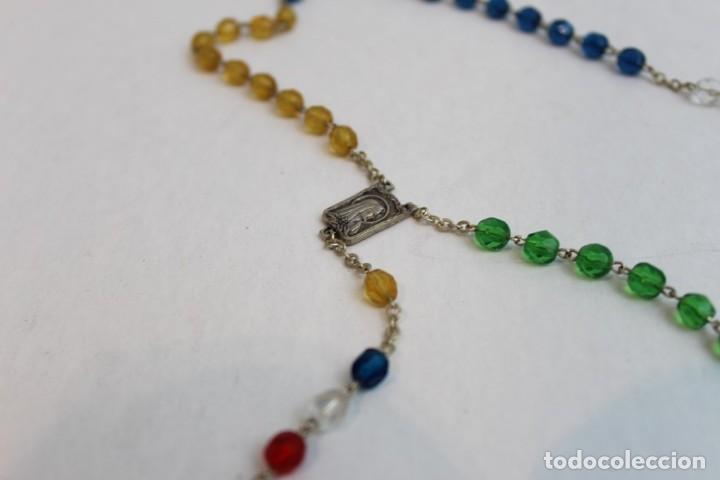 Antigüedades: Rosario de cuentas de cristal de colores. - Foto 2 - 142612790