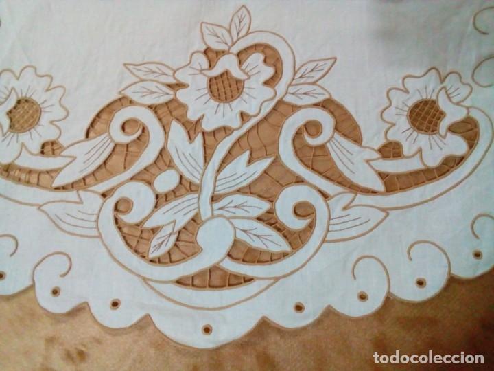 Antigüedades: DOS TAPETES BORDADOS - Foto 4 - 142621854