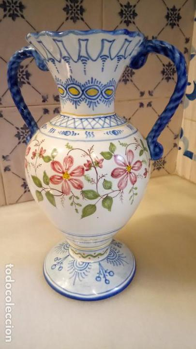 ANTIGUO JARRÓN / FLORERO DE CERAMICA DE RIBESALVES FABRICADO Y PINTADO A MANO AÑOS 50-60 (Antigüedades - Hogar y Decoración - Floreros Antiguos)