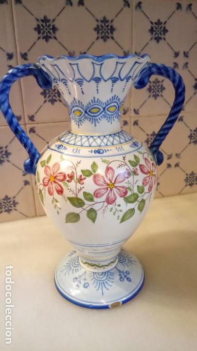 Antigüedades: Antiguo jarrón / florero de ceramica de Ribesalves fabricado y pintado a mano años 50-60 - Foto 3 - 142622614