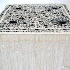 Antigüedades - Manton de Manila seda bordada a mano flores y pavo real en tonos marfil y negro - 67641049