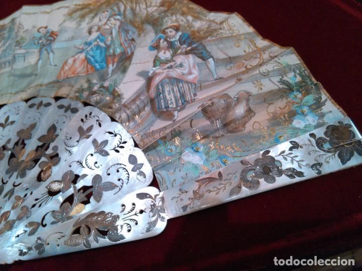 Antigüedades: ABANICO ISABELINO, VARILLAJE EN NÁCAR DE ORNAMENTACIÓN FLORAL. SEGUNDO TERCIO S. XIX. - Foto 12 - 142645614