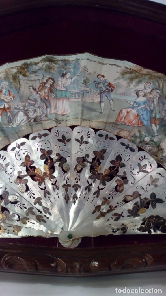 Antigüedades: ABANICO ISABELINO, VARILLAJE EN NÁCAR DE ORNAMENTACIÓN FLORAL. SEGUNDO TERCIO S. XIX. - Foto 15 - 142645614