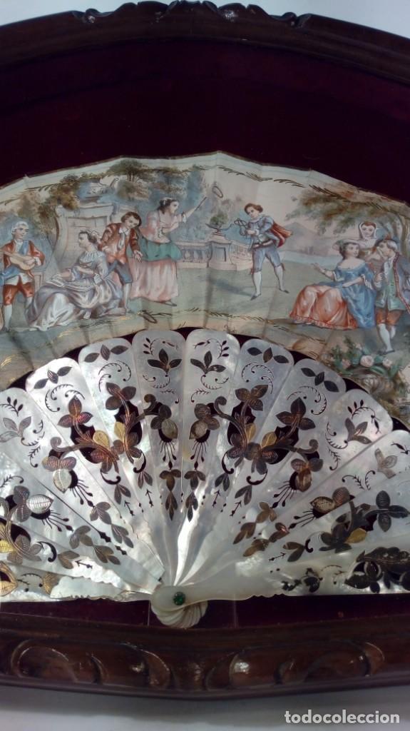 Antigüedades: ABANICO ISABELINO, VARILLAJE EN NÁCAR DE ORNAMENTACIÓN FLORAL. SEGUNDO TERCIO S. XIX. - Foto 27 - 142645614