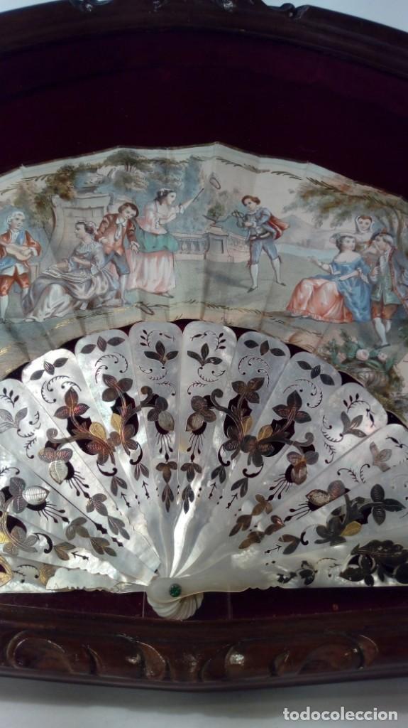 Antigüedades: ABANICO ISABELINO, VARILLAJE EN NÁCAR DE ORNAMENTACIÓN FLORAL. SEGUNDO TERCIO S. XIX. - Foto 30 - 142645614