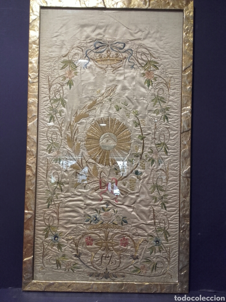 PRECIOSO PAÑO LITÚRGICO ANTIGUO EN SEDA BORDADA E HILOS DE ORO, SIGLO XIX (Antigüedades - Religiosas - Ornamentos Antiguos)