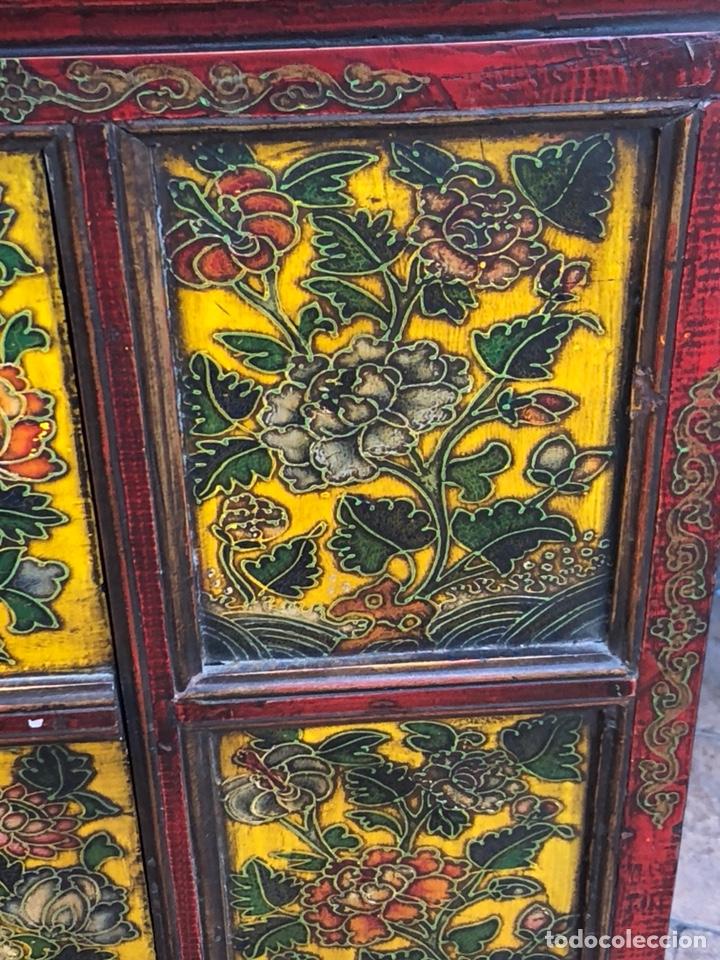 Antigüedades: Bonito mueble tibetano, íntegro en madera años 60-70 quizás anterior - Foto 3 - 142680940