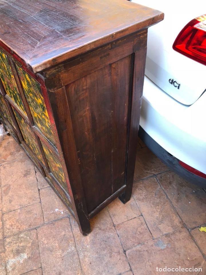 Antigüedades: Bonito mueble tibetano, íntegro en madera años 60-70 quizás anterior - Foto 6 - 142680940