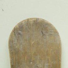 Antigüedades: J-MUY ANTIGUO ALTAR MADERA PARA TALLA RELIGIOSA 37 CMS ALTO 7 CMS BASE. Lote 142687706