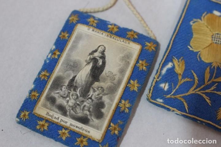 Antigüedades: Antiguo Escapulario de María Inmaculada con motivos florales bordados / principios siglo XX - Foto 2 - 142701470