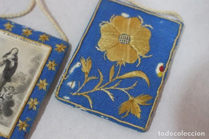 Antigüedades: Antiguo Escapulario de María Inmaculada con motivos florales bordados / principios siglo XX - Foto 3 - 142701470