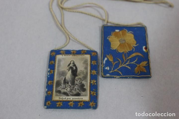 Antigüedades: Antiguo Escapulario de María Inmaculada con motivos florales bordados / principios siglo XX - Foto 5 - 142701470