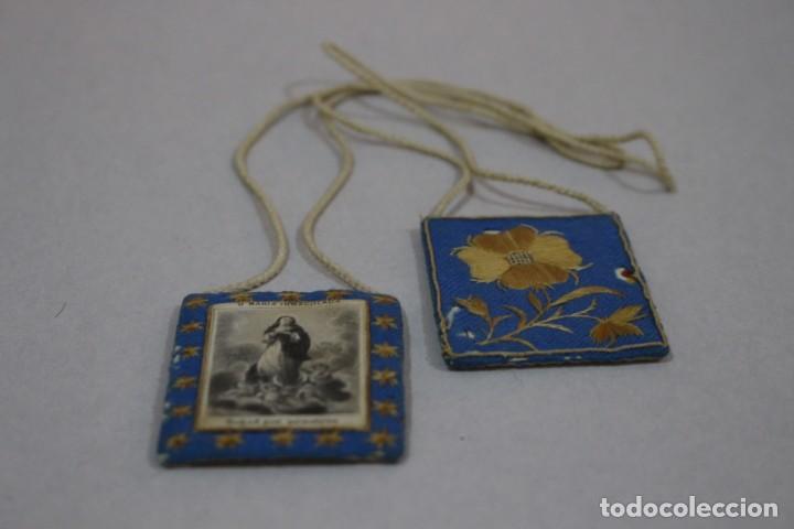 Antigüedades: Antiguo Escapulario de María Inmaculada con motivos florales bordados / principios siglo XX - Foto 7 - 142701470