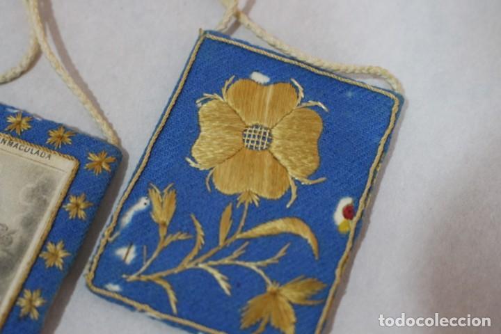 Antigüedades: Antiguo Escapulario de María Inmaculada con motivos florales bordados / principios siglo XX - Foto 8 - 142701470
