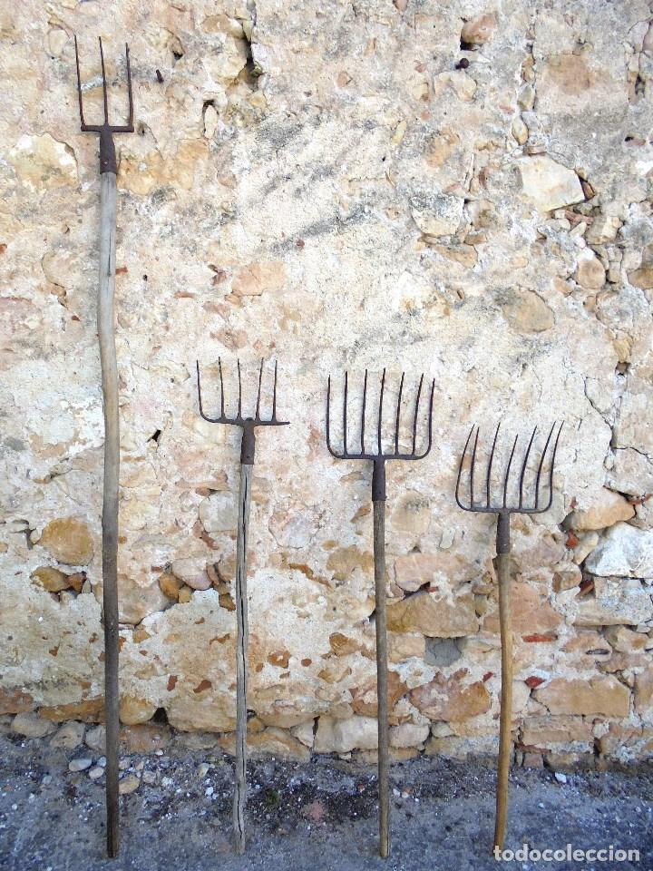LOTE 4 GARIOS ANTIGUOS HORCAS DE HIERRO FORJADO - APEROS DE LABRANZA (Antigüedades - Técnicas - Rústicas - Agricultura)