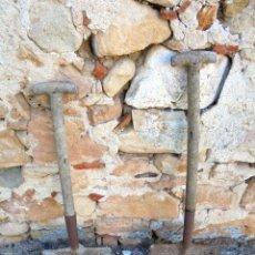 Antigüedades: 2 PALAS ANTIGUAS DE HIERRO FUNDIDO. Lote 142725466