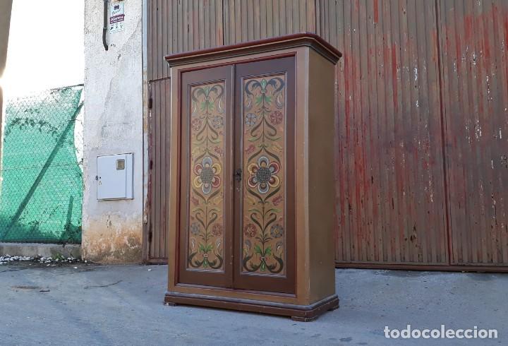 Antigüedades: Armario antiguo policromado estilo oriental India. Armario antiguo barroco pintado motivos florales. - Foto 2 - 142731978