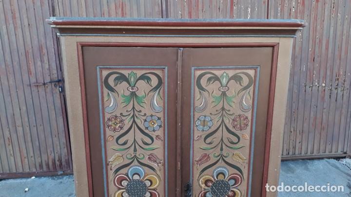 Antigüedades: Armario antiguo policromado estilo oriental India. Armario antiguo barroco pintado motivos florales. - Foto 4 - 142731978