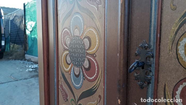 Antigüedades: Armario antiguo policromado estilo oriental India. Armario antiguo barroco pintado motivos florales. - Foto 12 - 142731978