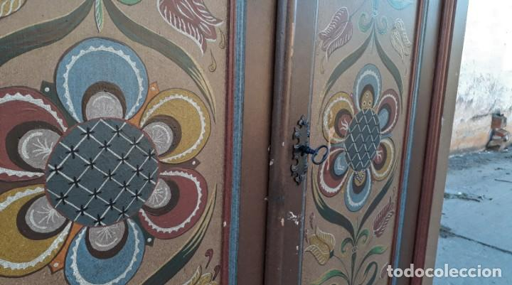 Antigüedades: Armario antiguo policromado estilo oriental India. Armario antiguo barroco pintado motivos florales. - Foto 13 - 142731978