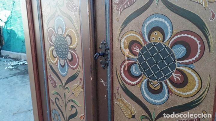 Antigüedades: Armario antiguo policromado estilo oriental India. Armario antiguo barroco pintado motivos florales. - Foto 14 - 142731978