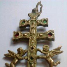 Antigüedades: CRUZ DE CARAVACA. BRONCE Y TELA. 10 X 5´5 CM. . Lote 142732514