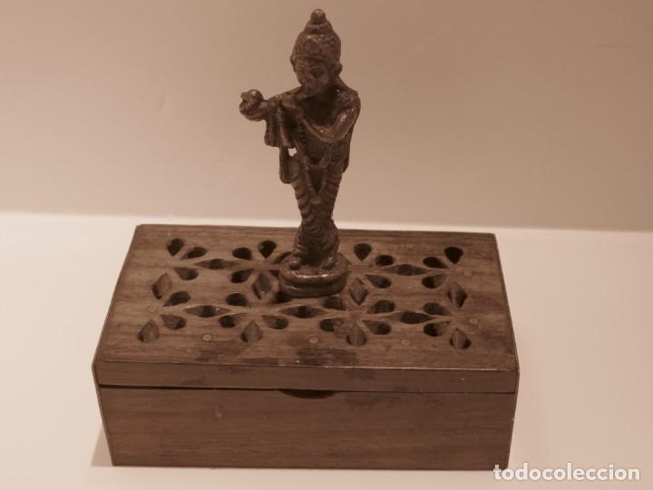 Antigüedades: Escultura de dios hindu Krishna procedente de India Vrindavan Krisna con caja de madera - Foto 3 - 142733714